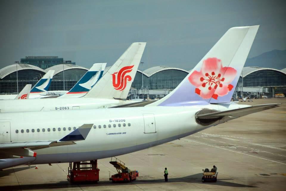 Airliners of Taiwan's China Airlines, Air China and Hong Kong's Cathay Pacific are seen at Hong Kong International Airport. Photo: Weibo