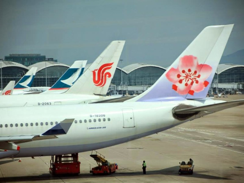 Airliners of Taiwan's China Airlines, Air China and Hong Kong's Cathay Pacific are seen at Hong Kong International Airport. Photo: Weibo