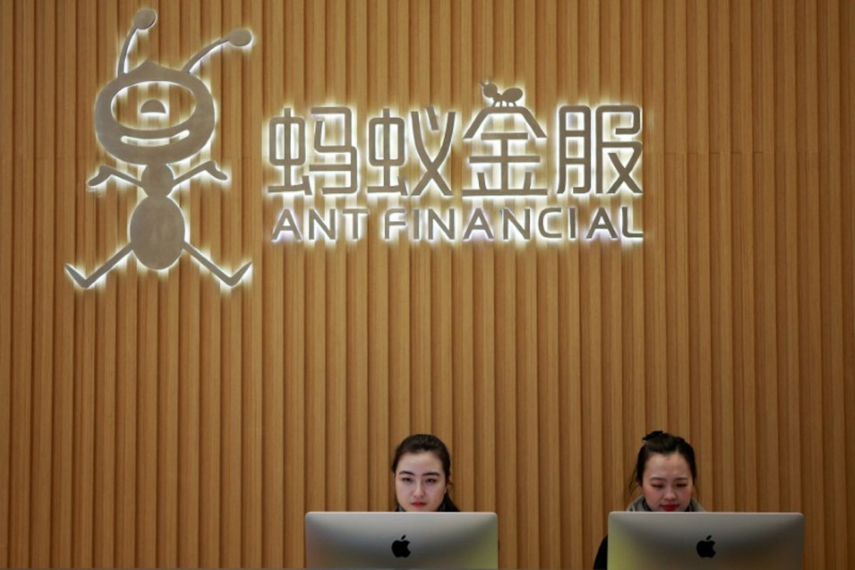 Staff at the reception desk of Ant Financial Services Group at its headquarters in Hangzhou, Zhejiang province. Photo: Reuters / Shu Zhang