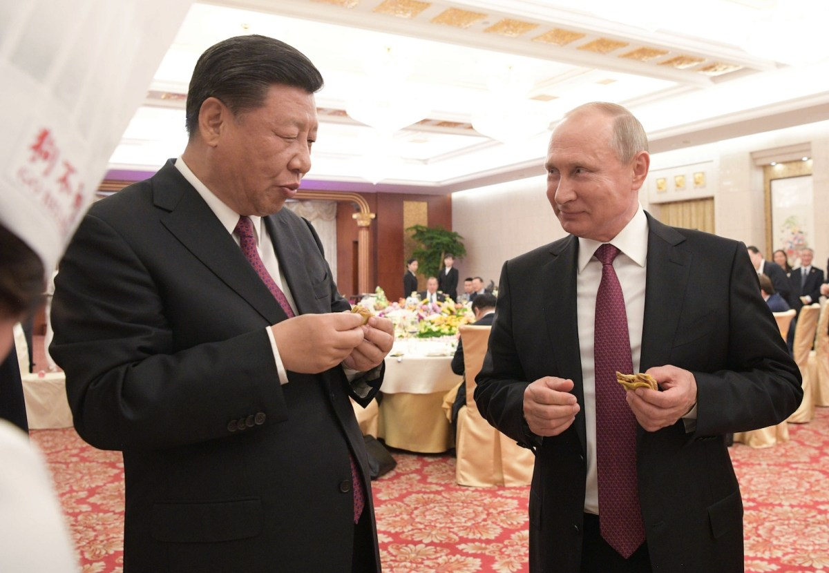 Russian President Vladimir Putin (R) and Chinese President Xi Jinping (L) at a reception in Tianjin. Photo: AFP via Sputnik/ Alexei Druzhinin