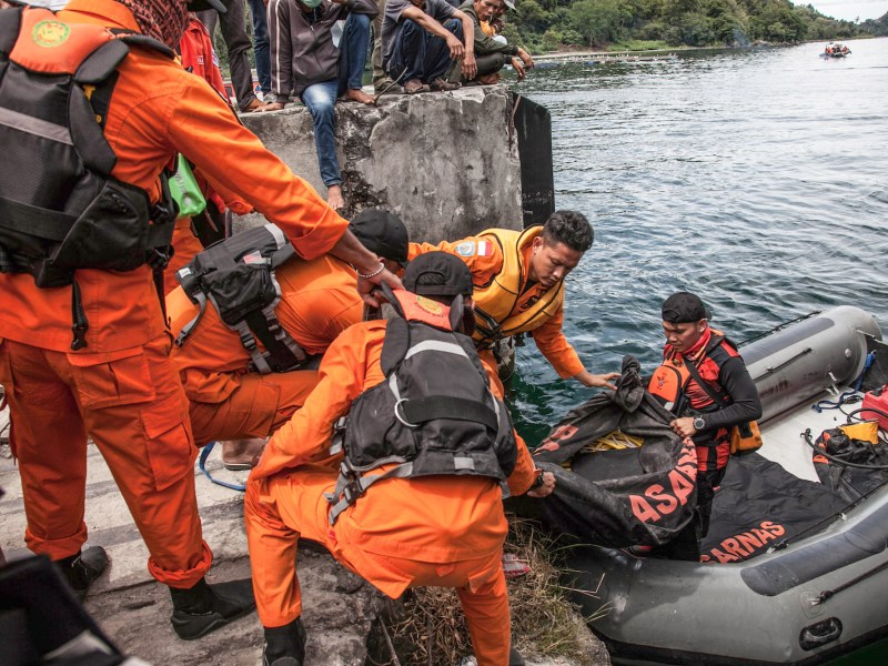 Rescue workers prepare to search for passengers missing on Lake Toba in North Sumatra on June 20, 2018, after a ferry capsized on June 18. Over 180 passengers could be missing, police said, but it is still unclear how many people were aboard the vessel when it sank. Photo: AFP/ Ivan Damanik