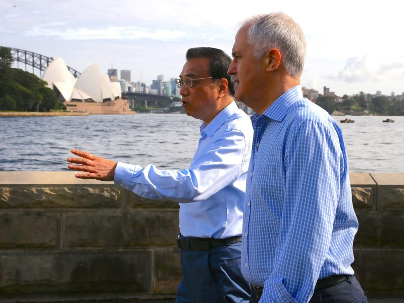 Australia's Prime Minister Malcolm Turnbull (R) with China's Premier Li Keqiang in Sydney on March 25, 2017. Photo:AFP/David Gray