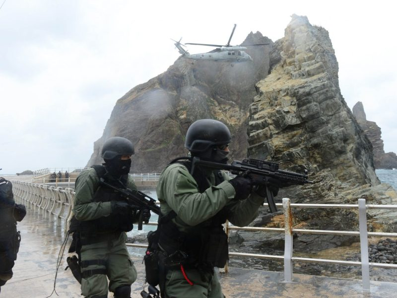 South Korean troops carry out drills on the Seoul-controlled rocky islands, known as Dokdo in Korea and Takeshima in Japan, on October 25, 2013. Photo: AFP/South Korean Navy
