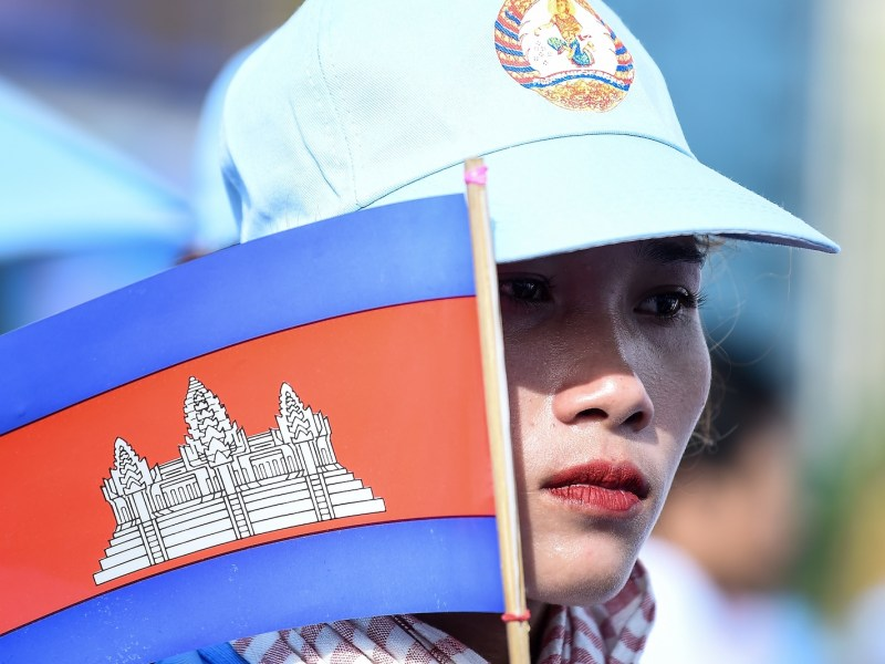 A supporter of Cambodia's Prime Minister Hun Sen and the ruling Cambodian People's Party (CPP) holds a national flag during an election campaign rally in Phnom Penh on July 27, 2018. Photo: AFP/Mahan Vatsyayana