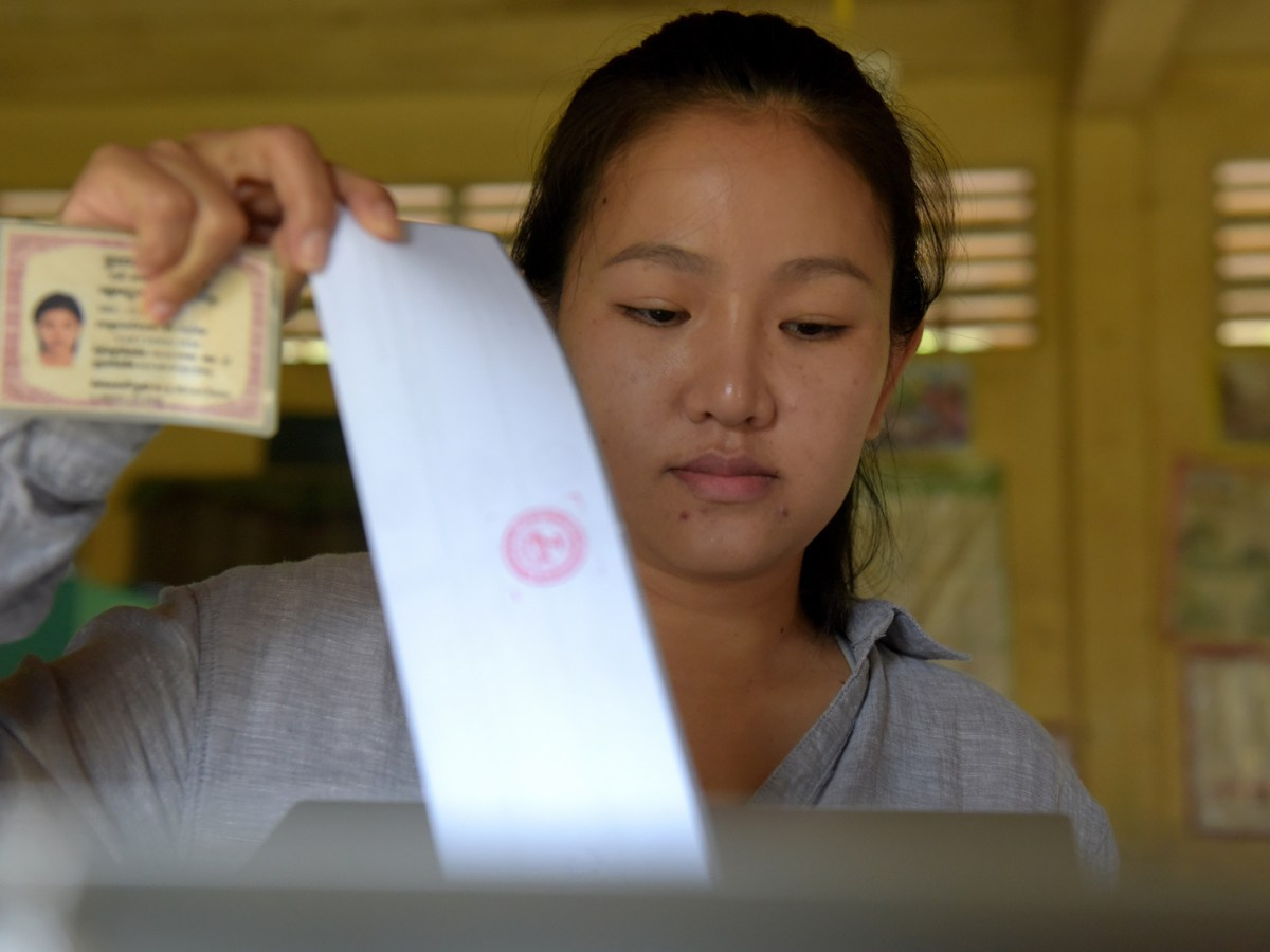 A Cambodian woman casts her vote during the country's sixth general election in Phnom Penh on July 29, 2018. Photo: AFP/Tang Chhin Sothy