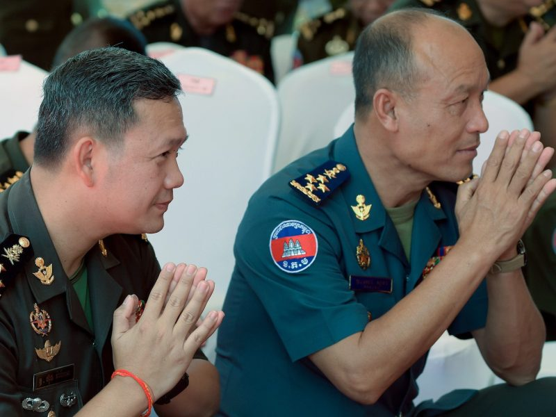 Lieutenant General Hun Manet (L), the eldest son of Cambodian Prime Minister Hun Sen, and Cambodia's Military Police chief Sao Sokha (R) pray during a ground breaking ceremony at the Ministry of National Defense in Phnom Penh, June 30, 2018. Photo: AFP/Tang Chhin Sothy