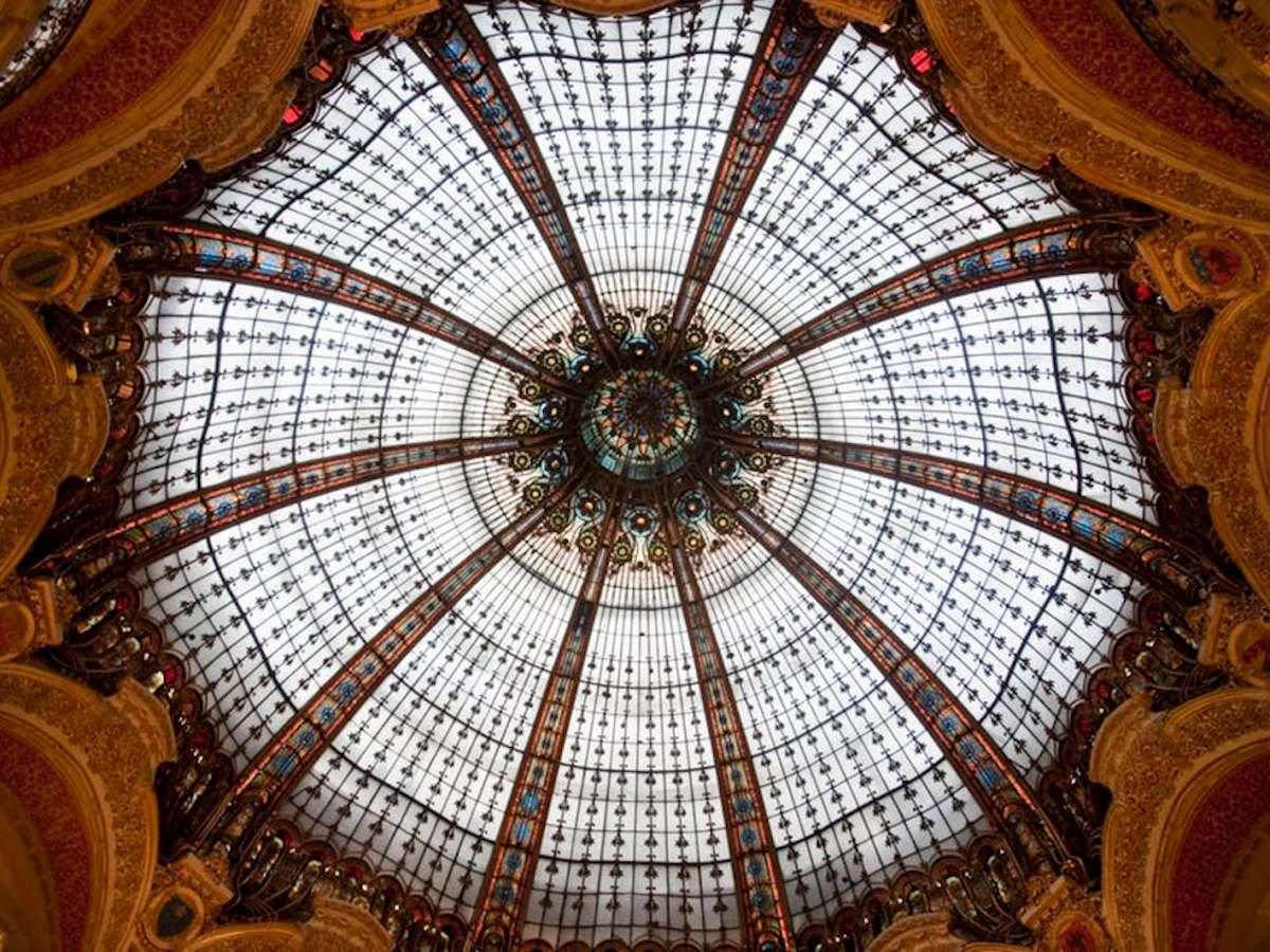 Famous dome in Galeries Lafayette, Paris.  Photo: A. Wee / CC BY-SA