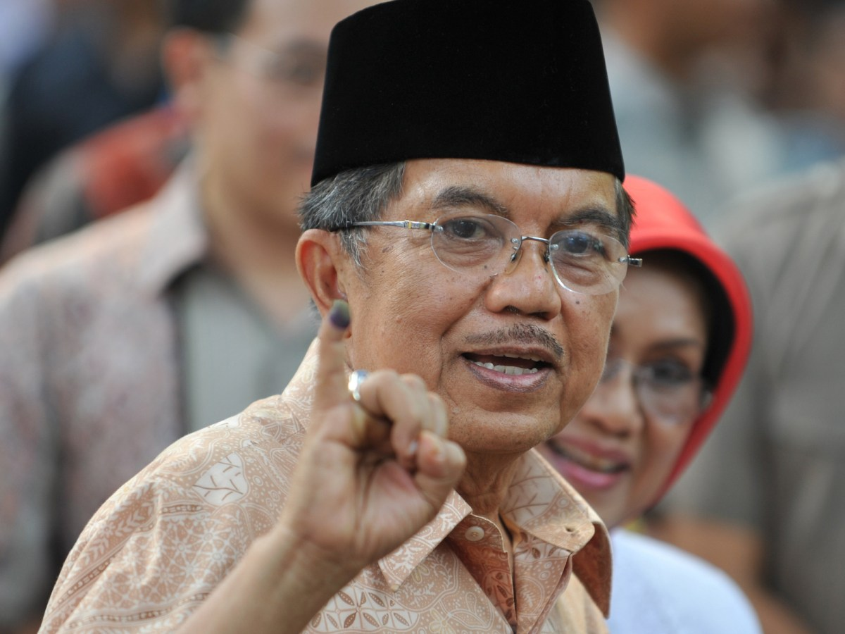 Indonesian Vice president Jusuf Kalla (R) show his inked finger after voting in Jakarta in a file photo. AFP/Bay Ismoyo