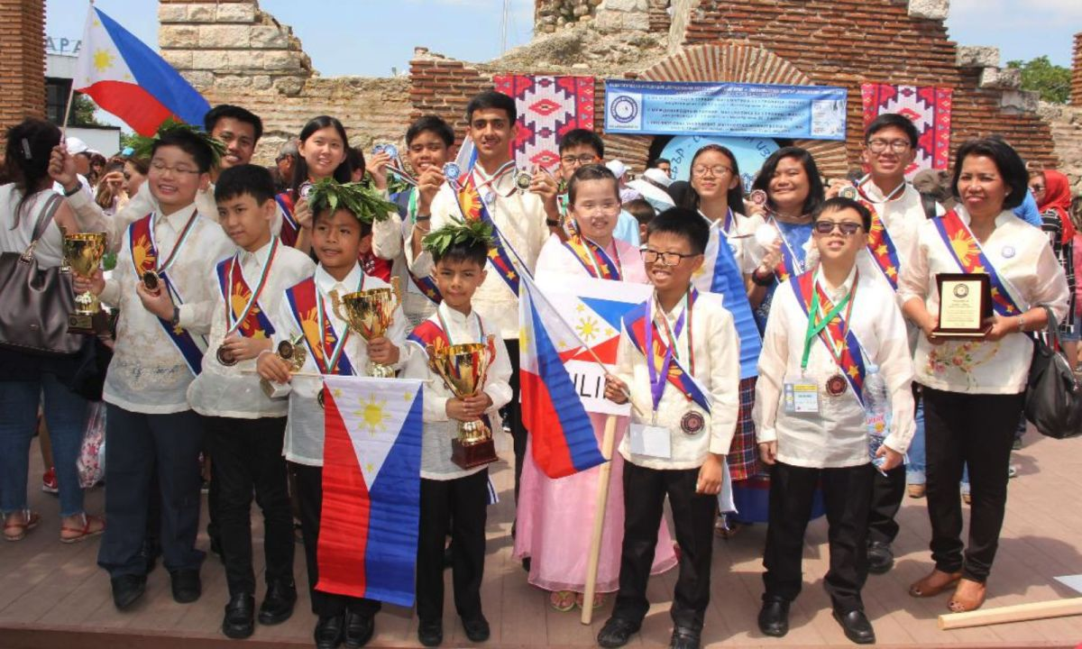 Fourteen Filipino students represented the Philippines in the fifth Mathematics Without Borders Tournament, held in Bulgaria. Photo: Asian MathSci League Inc, Philippines