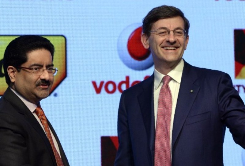 Vodafone Group CEO Vittorio Colao (right) with Kumar Mangalam Birla, chairman of India's Aditya Birla Group, which owns Idea Cellular. Photo: AFP