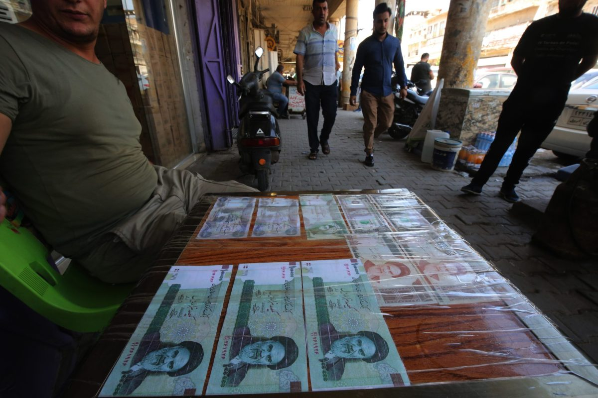 An Iraqi peddler displays Iranian currency for sale in the capital Baghdad, on August 9, 2018. Caught in the crossfire between its key allies Tehran and Washington, Iraq's economy could suffer the heaviest collateral damage from the US reimposing sanctions against Iran. AFP / AHMAD AL-RUBAYE