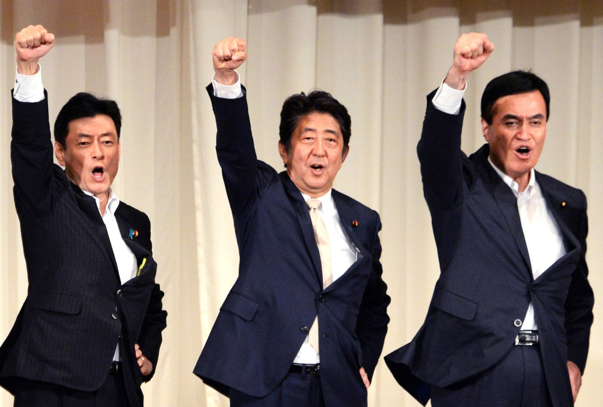 Japanese PM Shinzo Abe, center, holds a morale-boosting rally after a speech announcing his candidacy for the Liberal Democratic Party's presidential election in Kagoshima Prefecture on August 26, 2018. The LDP election to decide the next PM will be held on Sept 20. Photo: AFP/ The Yomiuri Shimbu