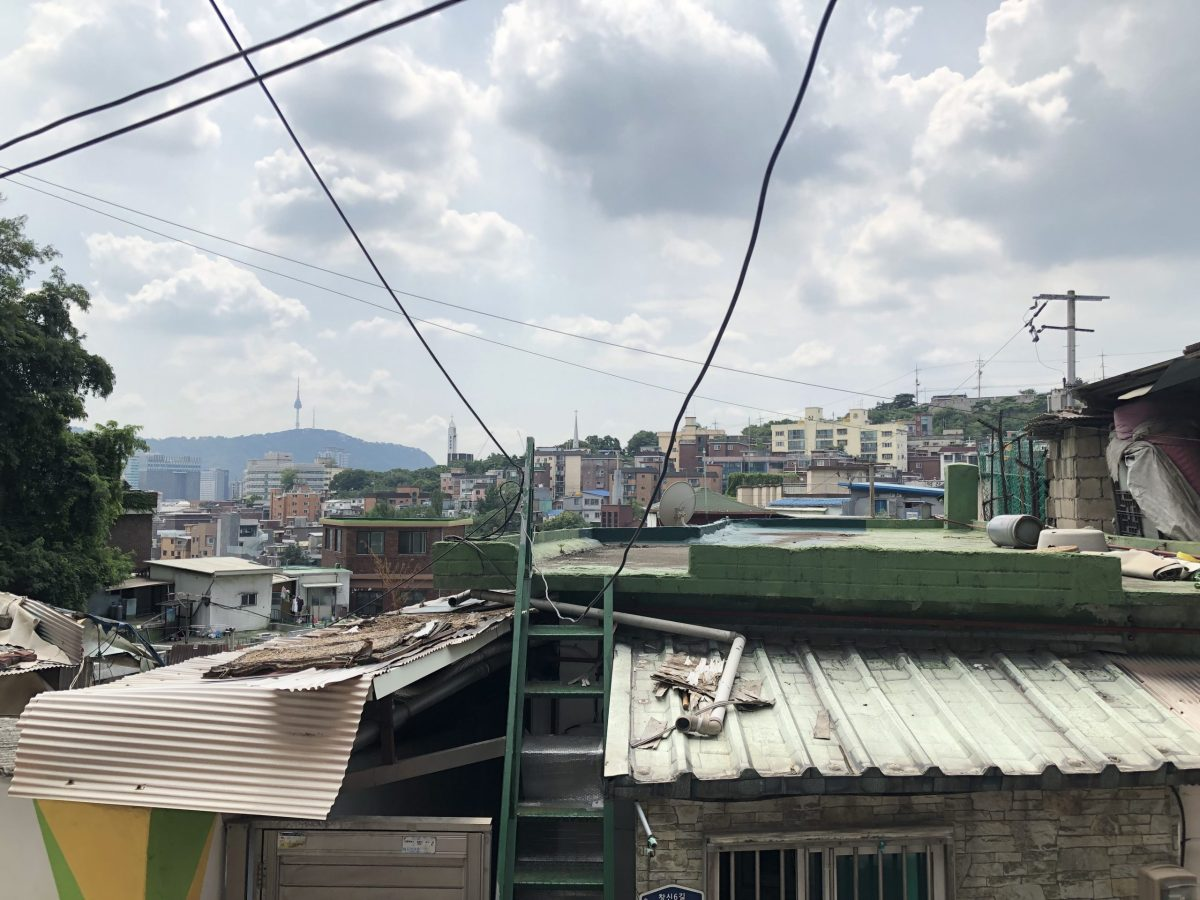 While well-to-do people in Seoul have air-conditioned apartments, residents of some neighborhoods – such as the one Seoul Mayor Park Won-soon has sequestered himself in for a month – are baking under a killer heat wave. And conditions are worse north of the DMZ. Photo: Steven Borowiec