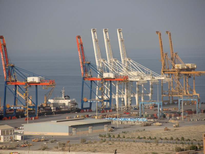 Cranes tower above the first, 602-meter-long quay at the Gwadar port in Baluchistan on the southernmost tip of Pakistan last October. This is the site of what is supposed to become a giant trade port as part of China's 'New Silk Roads'. Photo: AFP/ DPA