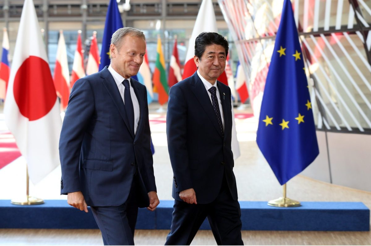 European Council President Donald Tusk (L) and Japanese Prime Minister Shinzo Abe at the EU-Japan Summit in Brussels on July 06, 2017. Photo: AFP/Dursun Aydemir/Anadolu Agency