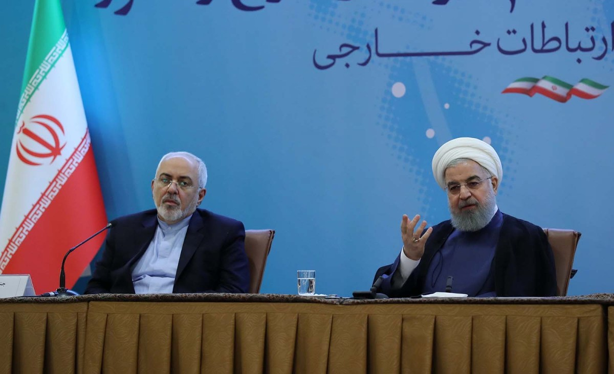 Iranian Foreign Minister Javad Zarif (L) and President Hassan Rouhani  at a meeting with foreign embassies and diplomatic mission representatives of Iran. Photo: Anadolu Agency