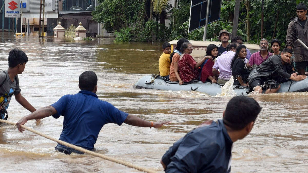 Volunteers and rescue personnel evacuate local residents in an Indian Navy boat from a residential area in Aluva, Kerala, on August 17, 2018. Photo: AFP, Times of India/ RK Sreejith.