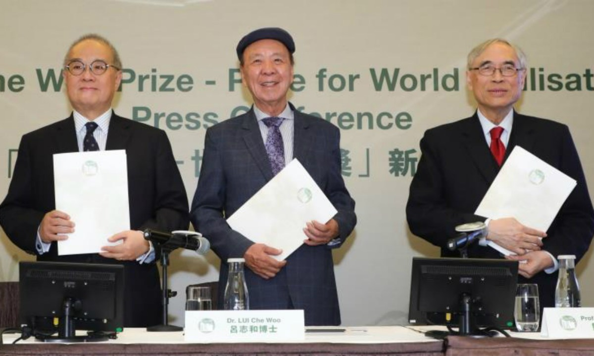 From left: Dr Moses Cheng, Dr Lui Che-woo and Professor Lawrence Lau. Photo courtesy of the Lui Che Woo Prize Foundation