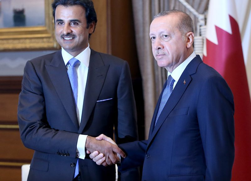 2018年8月15日,卡塔爾國王塔米姆(左)與土耳其總統埃爾多安在安卡拉的總統府舉行正式歡迎儀式後進行會談。相片:AFP / Murat Kula / Anadolu Agency