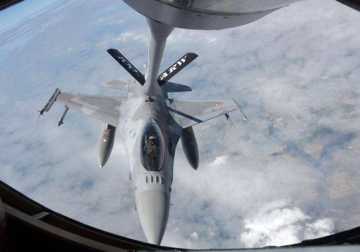Virtual war games save costs in a number of areas, such as fuel for jet fighters. Photo: AFP/Damien Sinomart
