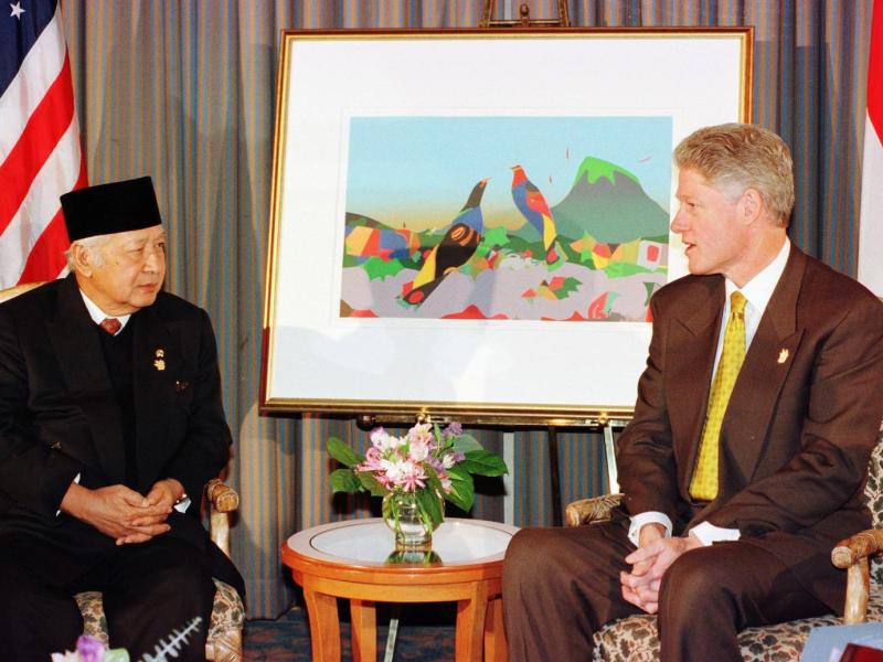 Former Indonesian president Suharto, seen here with his US counterpart Bill Clinton at an APEC meeting in 1997, right, is thought to have been one of the most corrupt leaders in recent history. Photo: AFP / Joyce Naltchayan