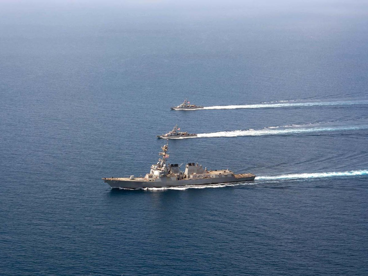 The guided-missile destroyer USS Mason patrols the Red Sea with two Cyclone-class patrol craft in 2016. Photo: AFP/ US Navy