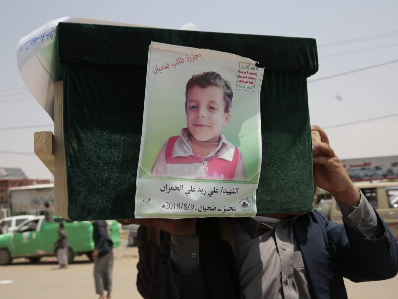 Mourners attend a mass funeral of victims, mainly children, killed in an airstrike by the Saudi-led coalition northern Yemen on August 13, 2018. Photo: AFP/Hani Al-Ansi