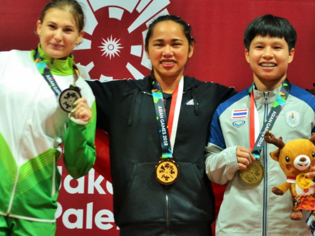 Weightlifter Hidilyn Diaz (center) won the Philippines' first gold medal in the 18th Asian Games on August 21, 2018. Photo: Twitter/ Philippine Sports Commission