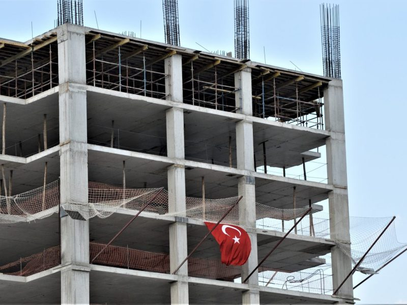 The construction sector, once the most profitable in Turkey, is losing popularity amid a months-long depreciation of the Turkish lira. Photo: Altan Gocher / NurPhoto / AFP