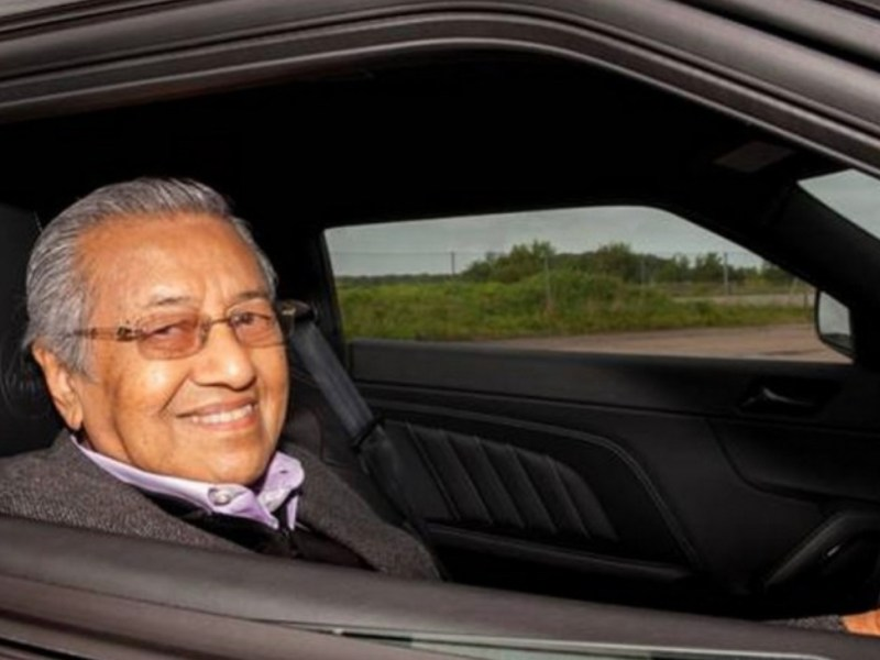 Malaysian premier Mahathir Mohamad steers the country towards a new national car project. Photo: Facebook