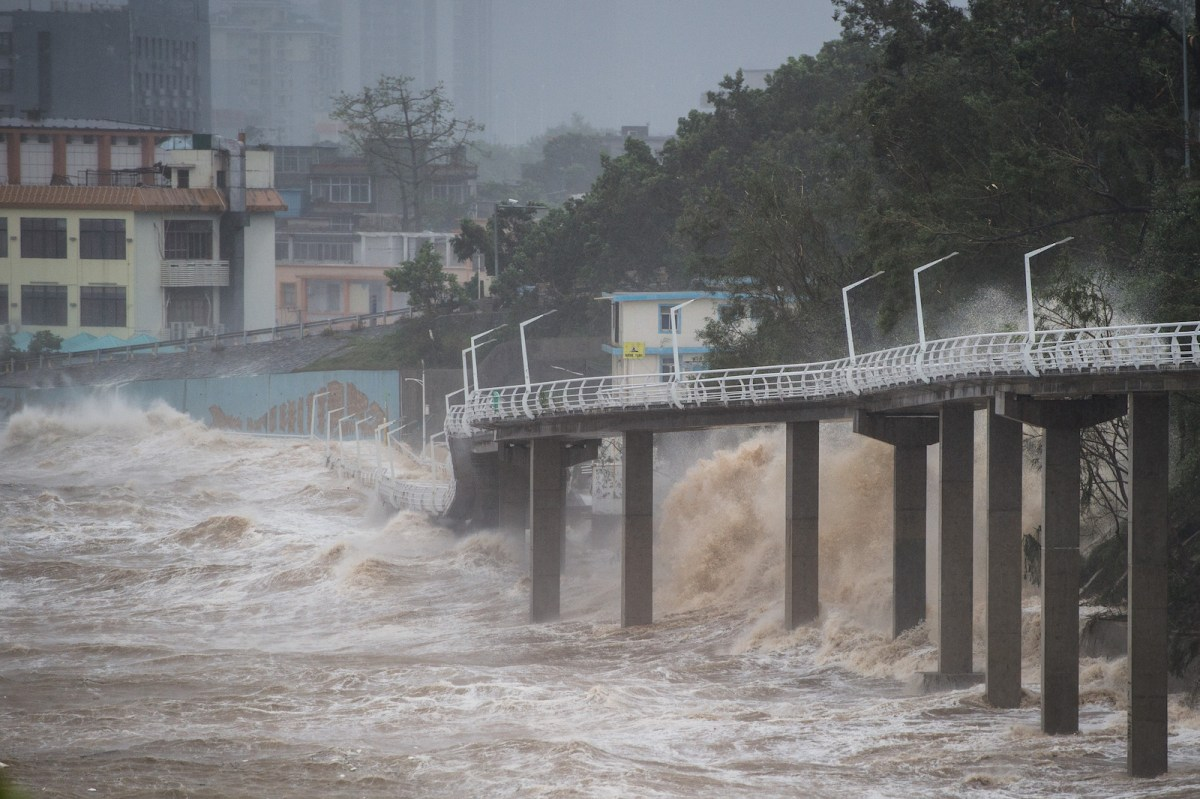 Massive waves from Typhoon Mangkhut crash into parts of the coast in Shenzhen. Photo: AFP
