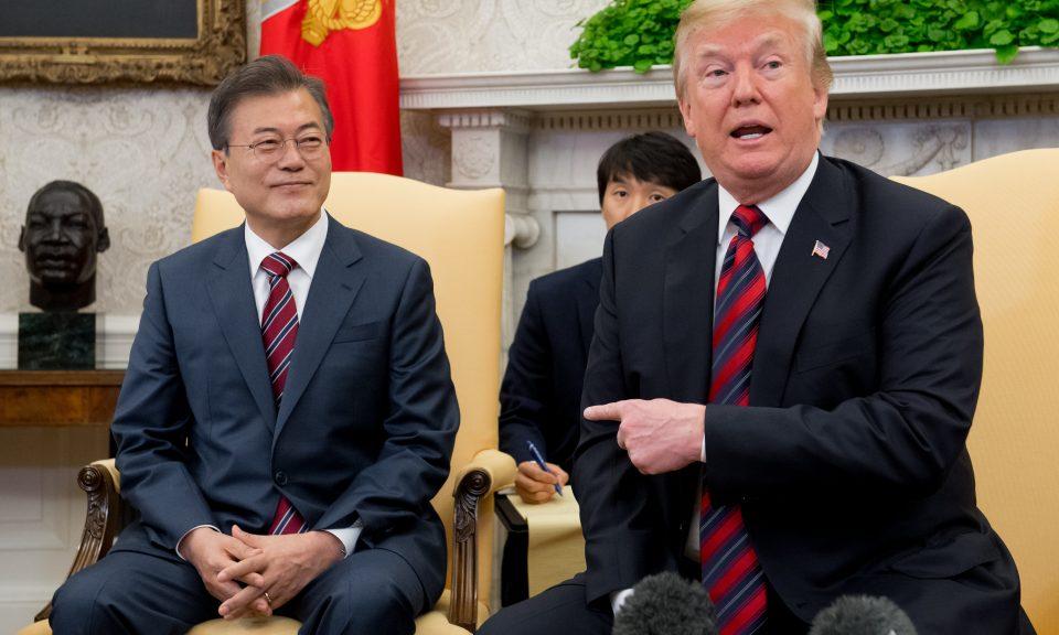 美國總統特朗普的貿易政策對南韓國總統文在寅產生了重大的影響。相片:AFP / Saul Loeb