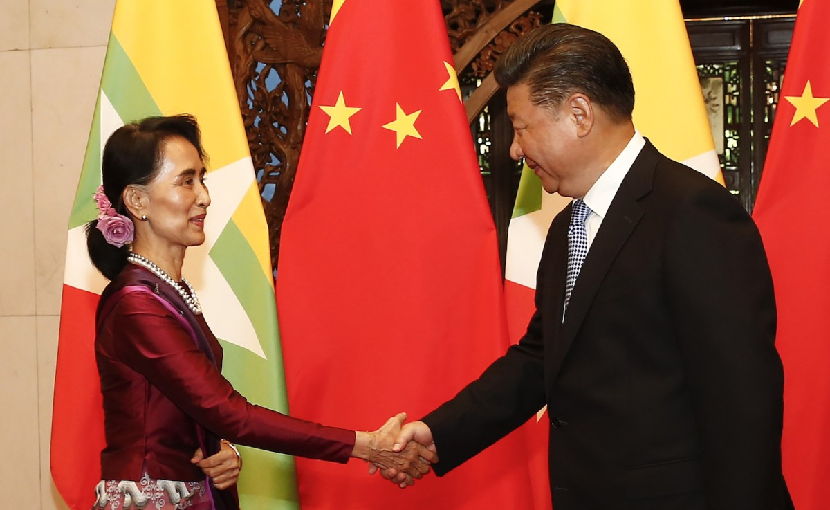 Myanmar State Counsellor Aung San Suu Kyi (L) greets Chinese President Xi Jinping before a meeting at the Diaoyutai State Guesthouse in Beijing on August 19, 2016. Photo: AFP/Pool/Rolex Dela Pena