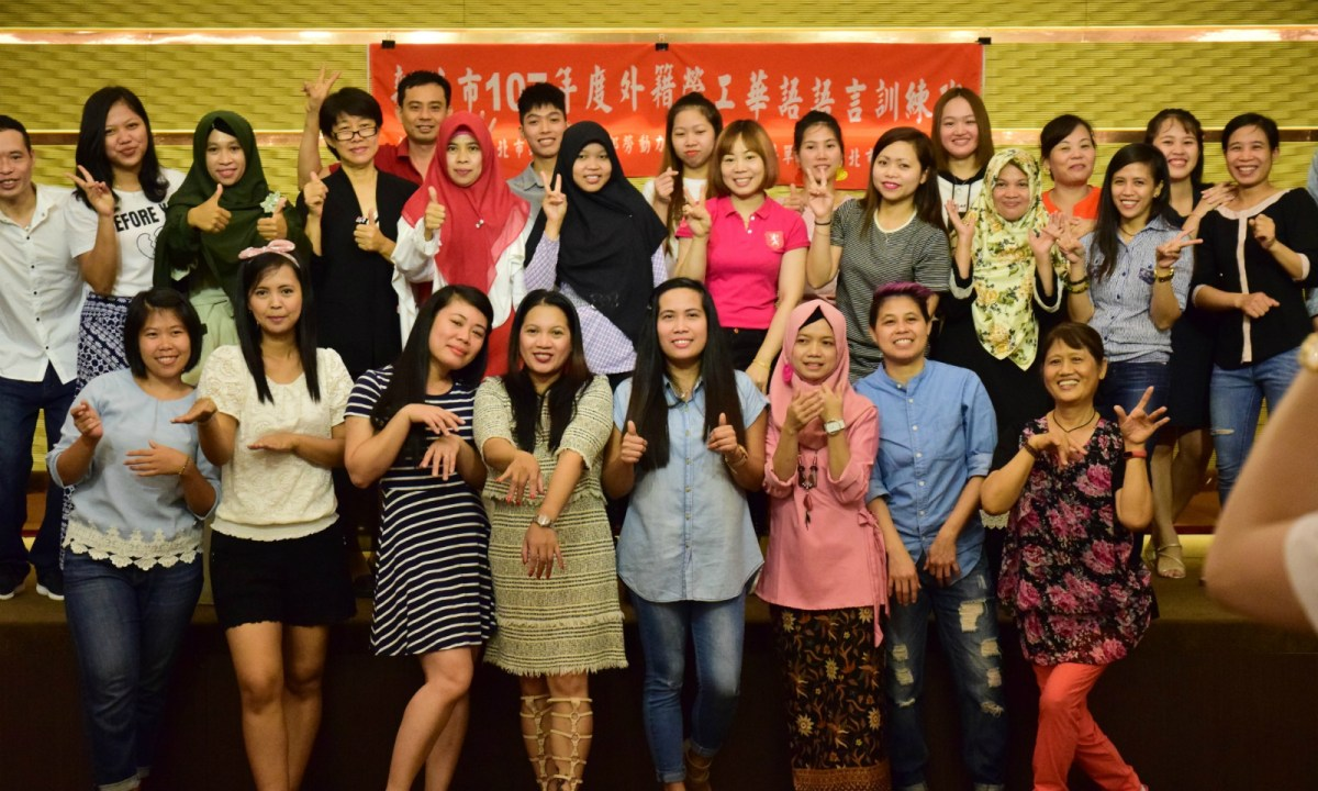 Students pose for a picture during their last lesson of a free Mandarin language program. Photo: New Taipei City government
