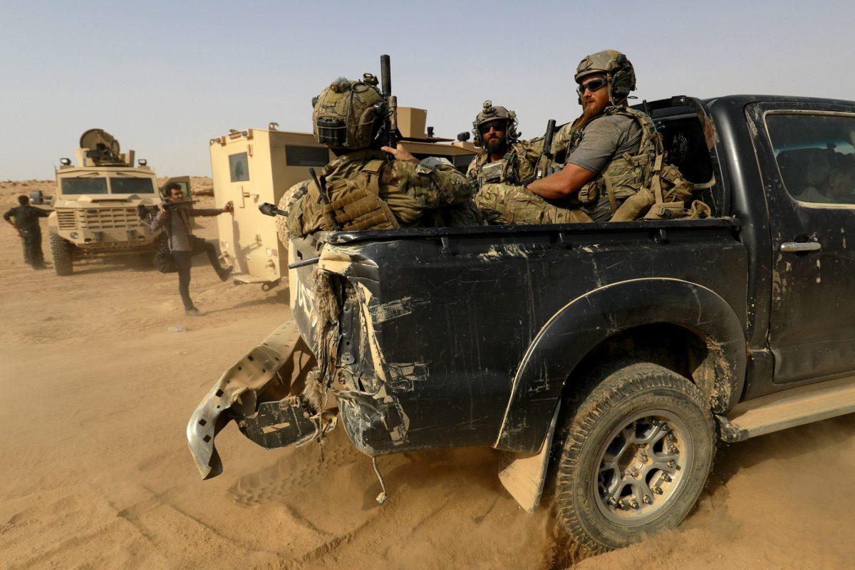 تظهر في هذه الصورة في 13 سبتمبر 2018 القوات المدعومة من الولايات المتحدة في ولاية دير الزور الشرقية، بالقرب من الحدود السورية العراقية.  Photo: Delil souleiman / AFP