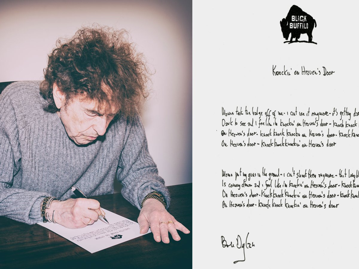 Bob Dylan creating his Mondo Scripto exhibition and the lyrics to Knockin on Heaven's Door, 2018Photos: Courtesy of Halcyon Gallery