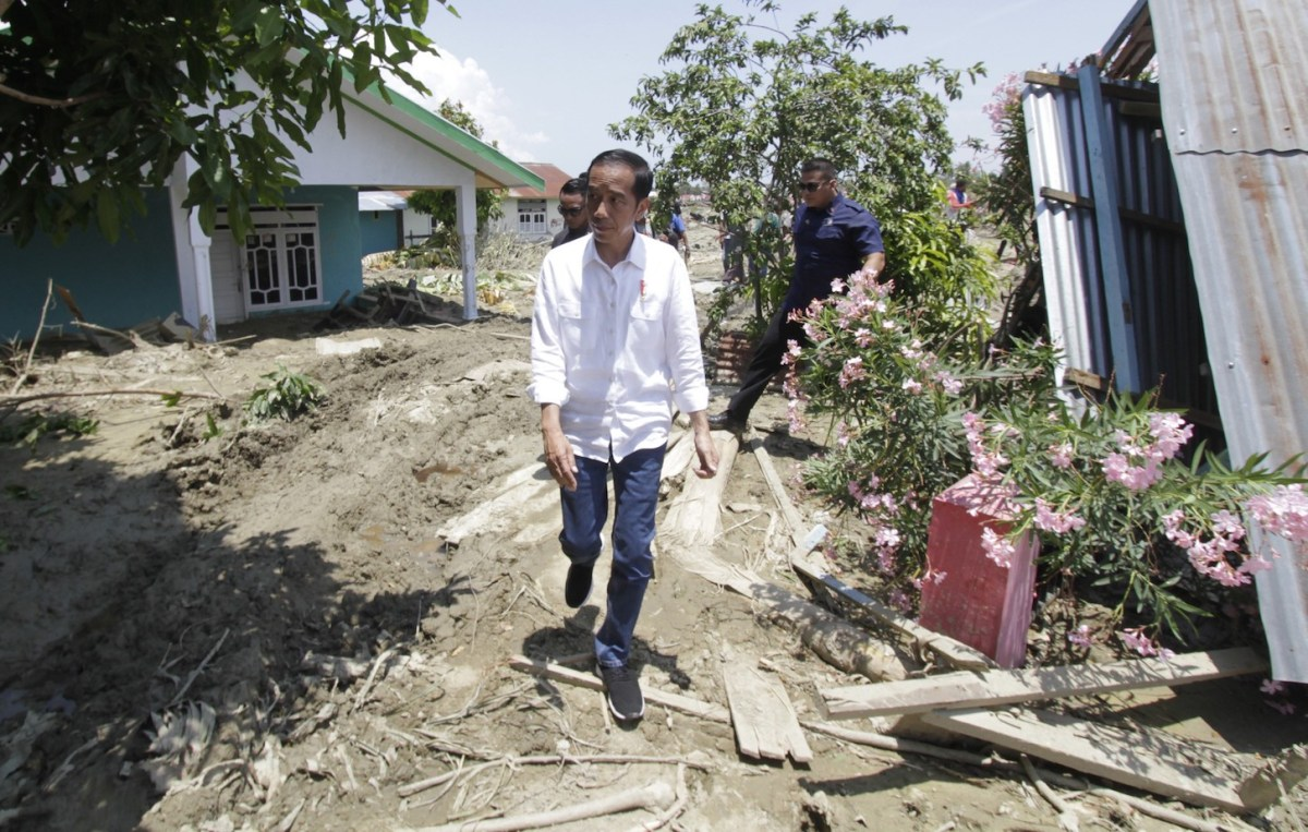 Indonesian President Joko Widodo visits locations damaged by the earthquake in Petobo, Palu, Central Sulawesi, Indonesia on October 03, 2018. Photo: Anadolu Agency via AFP/Eko Siswono Toyudho