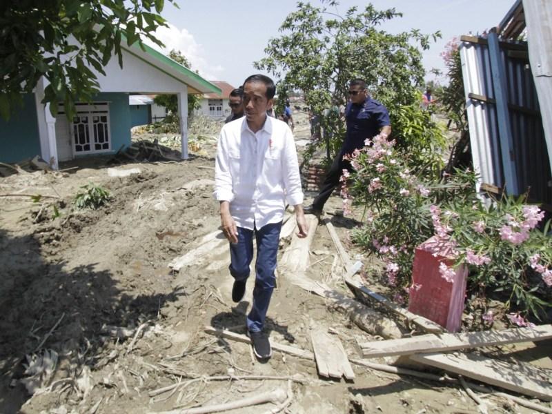 Indonesian President Joko Widodo visits locations damaged by the earthquake in Petobo, Palu, Central Sulawesi, Indonesia on October 03, 2018. Photo: Anadolu Agency via AFP/Eko Siswono Toyudho