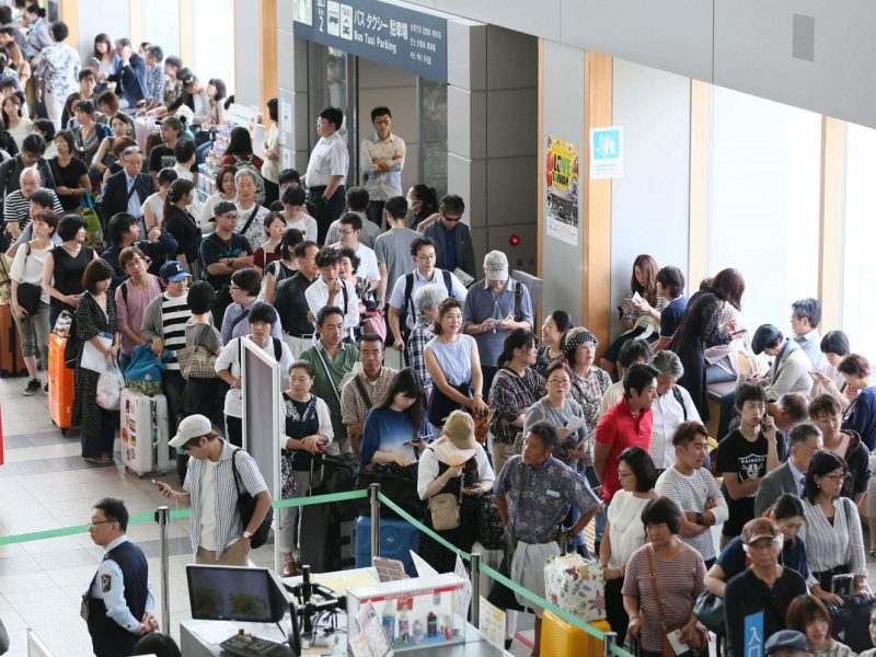 Asahikawa Airport is crowded with passengers after a huge earthquake. Photo: AFP/The Yomiuri Shimbun