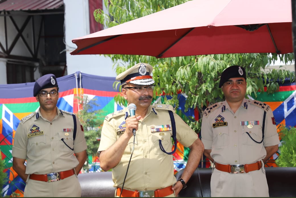 DGP Dlibag Singh interacts with officers and soldiers in Srinagar, J&K. Photo: J&K Police/Twitter