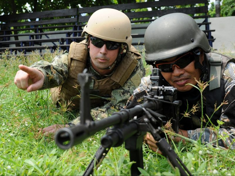 A US navy personnel (L) gives instructions to his Philippine counterpart during drills at a naval base in Sangley point, Cavite City, west of Manila on June 28, 2013. Photo: AFP/Ted Aljibe