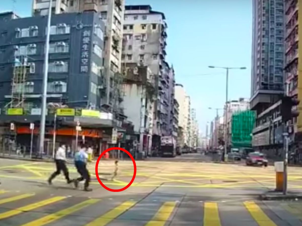 A boy (red circle) about to be saved by policemen in Sham Shui Po, Kowloon. Photo: YouTube