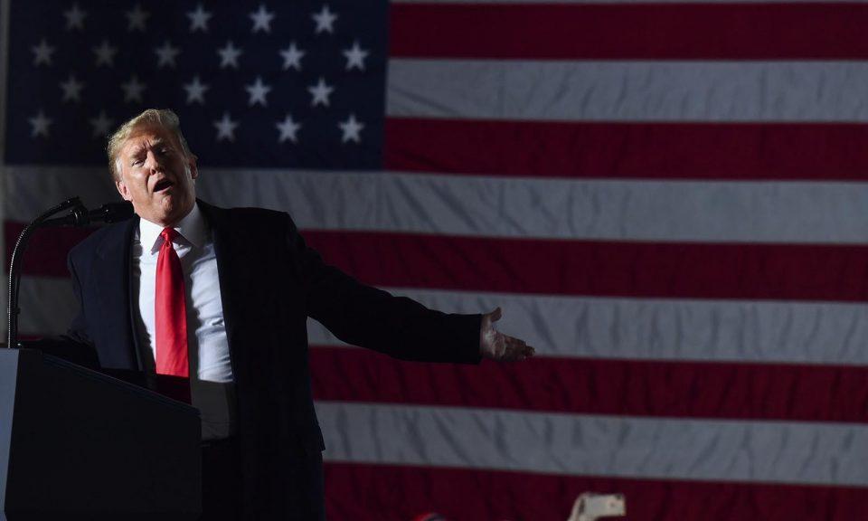 美國總統特朗普的「美國優先」外交政策甚至疏遠了美國最強大的盟友。特朗普於2018年10月27日在伊利諾伊州墨菲斯伯如舉行的選舉活動上發表講話。相片:AFP / Nicholas Kamm