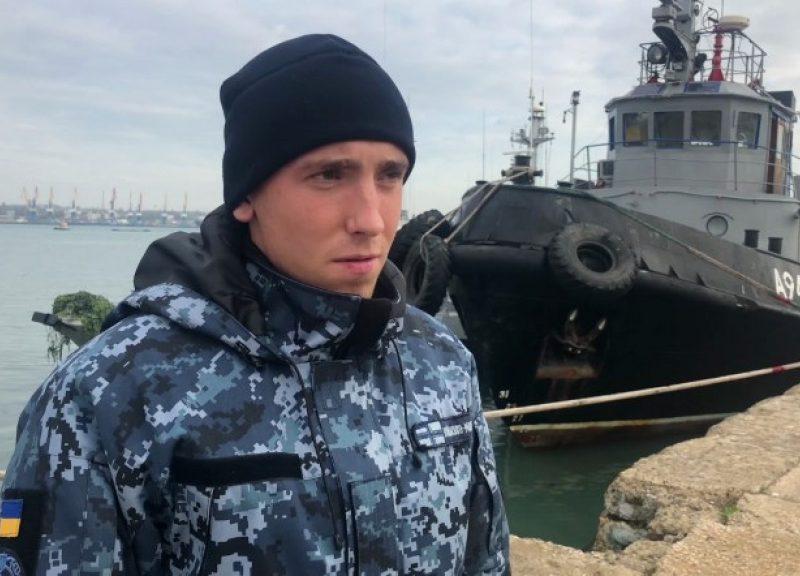 來自烏克蘭被扣押海軍船隻的水手Nikopol Sergey Tsybizov本周一在俄羅斯的刻赤海峽被盤問。相片:Russian Federal Security Service