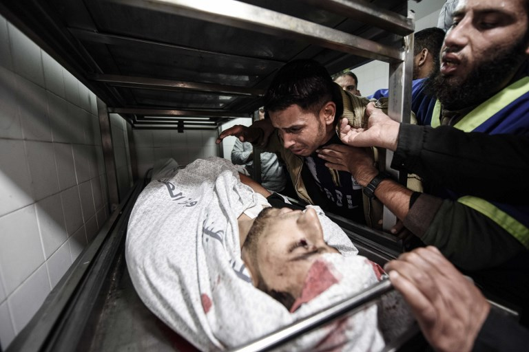 The body of a Palestinian reportedly killed by Israeli forces in Gaza at the European Gaza Hospital. Photo: Abed Zagout                                              /Anadolu Agency