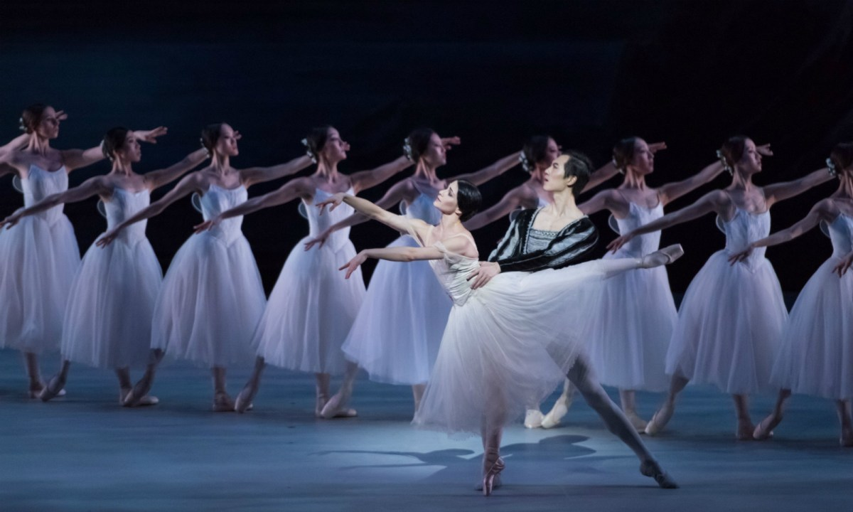 'Giselle' with Sarah Lane and Wei Wei. Photo: Conrado Dy-Liacco/Hong Kong Ballet