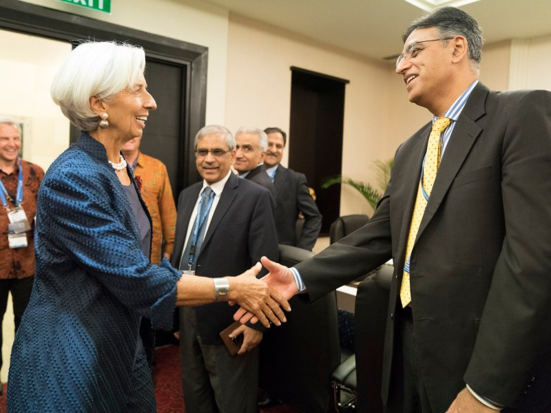 Christine Lagarde, head of the IMF greets Pakistan Finance Minister Asad Umar during annual meetings in Nusa Dua on the Indonesian island of Bali in October. Photo: Stephen Jaffe / IMF / AFP