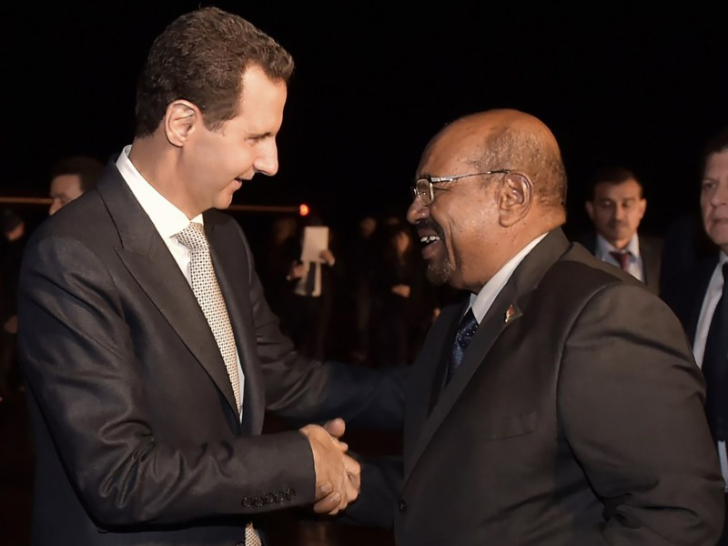 Syrian President Bashar al-Assad (L) welcomes his Sudanese counterpart Omar al-Bashir in Damascus. Photo: SANA