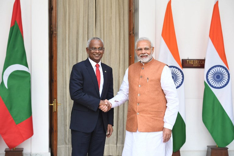 Indian Prime Minister Narendra Modi (right) shakes hands with Maldivian President Ibrahim Mohamed Solih prior to a meeting in New Delhi  on December 17, 2018. Photo: AFP / Prakash Singh