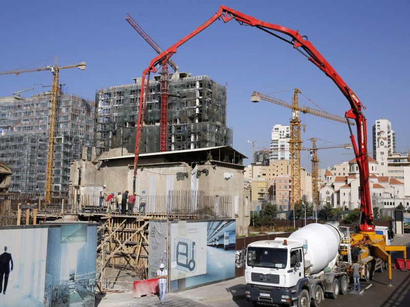 A picture taken on October 14, 2016 shows cranes at a construction site in the center of the Lebanese capital Beirut. Photo: JOSEPH EID / AFP